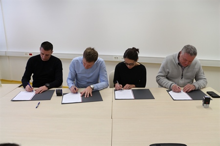 Signing a memorandum of understanding for leasing a new laboratory